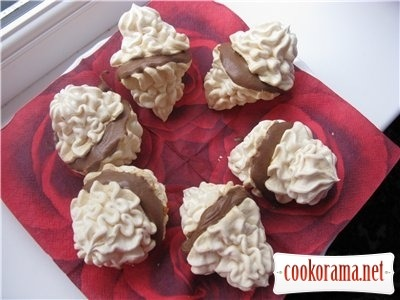 Meringue with chocolate cream