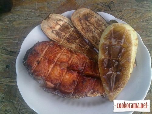 Сьомга з овочами на грилі