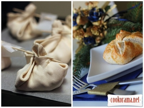Envelopes with turkey and brie