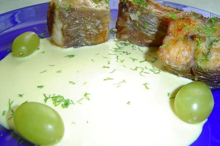 Угорь и сметанно-виноградный соус