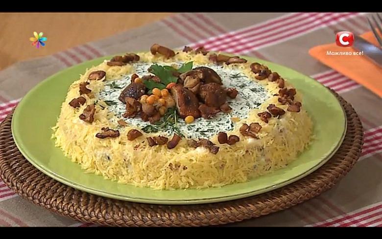 Бисквитный пирог с лисичками и сыром
