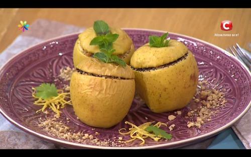Фаршированные яблоки с черносливом и курицей к Спасу