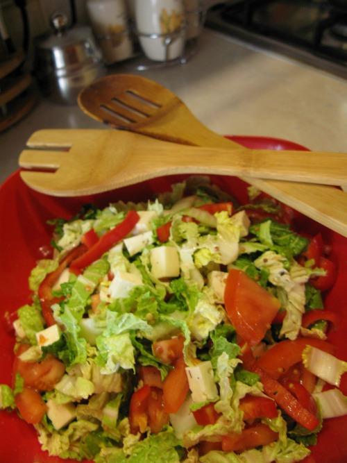 Салат з пекінської капусти з бринзою та гірчичною заправкою