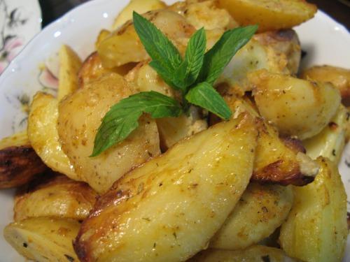 Запечена картопля з гірчицею і м'ятою