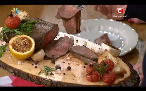Ростбиф с томлеными томатами и чесноком от Сергея Калинина