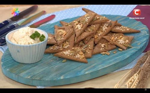 Бездрожжевые диетические хлебцы с семечками