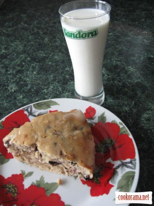 Пиріг з сухофруктами і горіхами