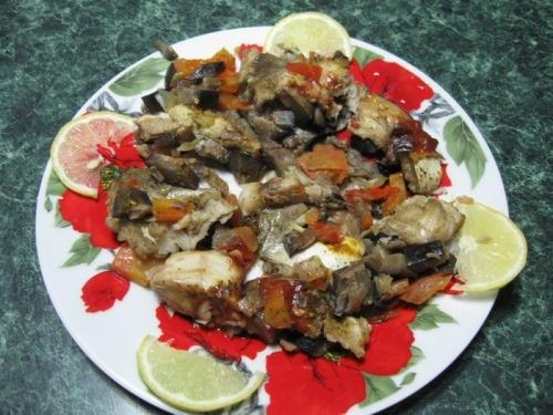 Тушкований хек з овочами