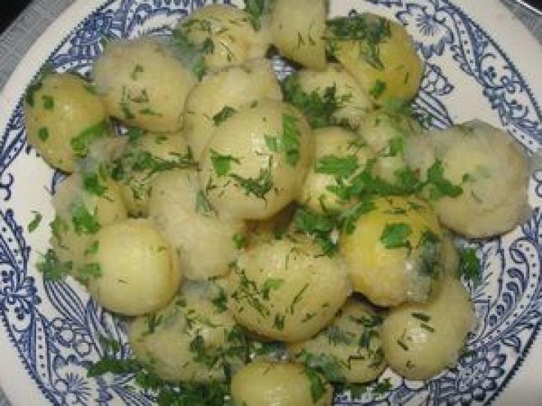 Potato with garlic sauce