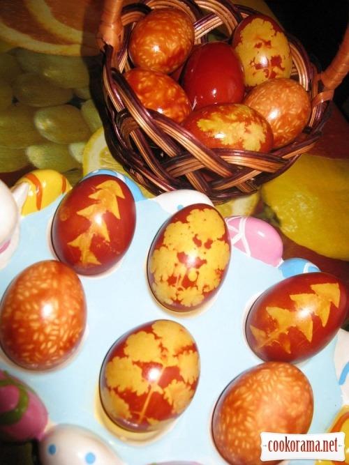 Фарбування яєць до Великодня, два варіанти