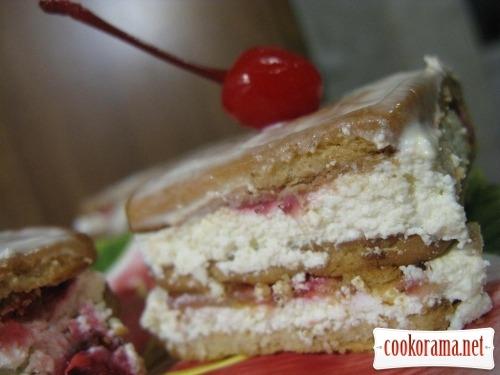 Торт без выпечки с сыром и клубникой