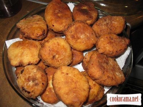 Солодкі пиріжки з сирного тіста з начинкою