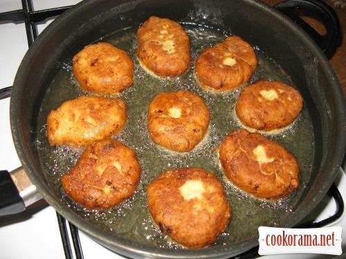 Сладкие пирожки из творожного теста с начинкой