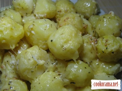 Картопля запечена під соусом