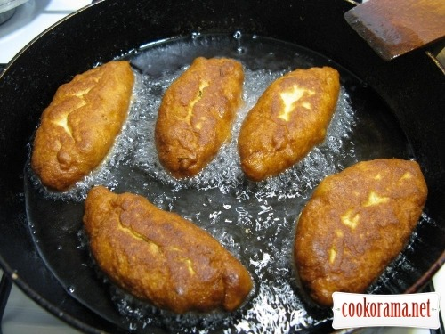 Simple patties on kefir with egg and rice