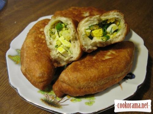 Прості пиріжки на кефірі з яйцем і рисом