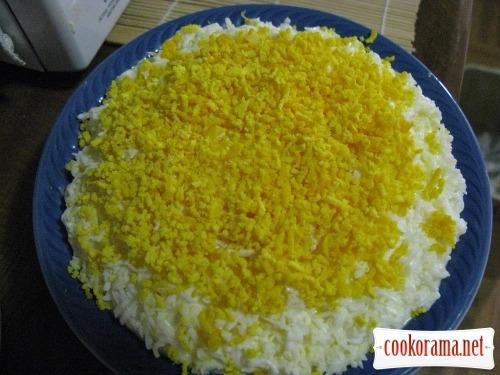 Салат нежный с курицей и плавленным сыром рецепт