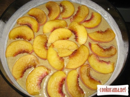 Peach pie with sprinkling