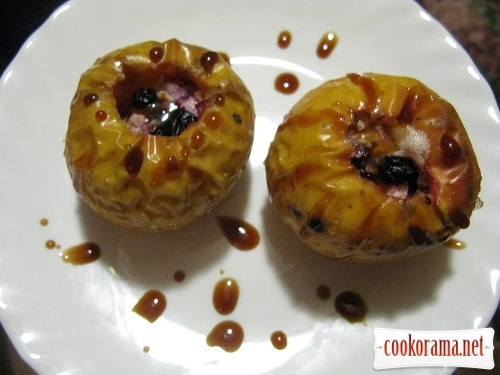 Apples baked with cheese and berries