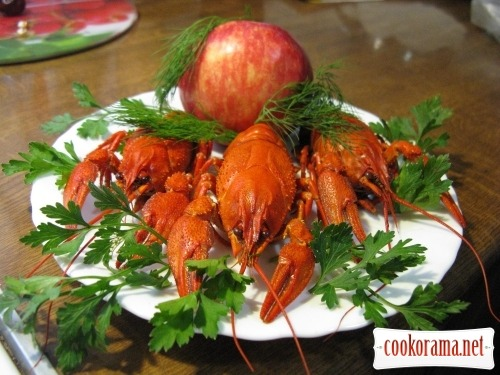 Crawfish boiled with apples