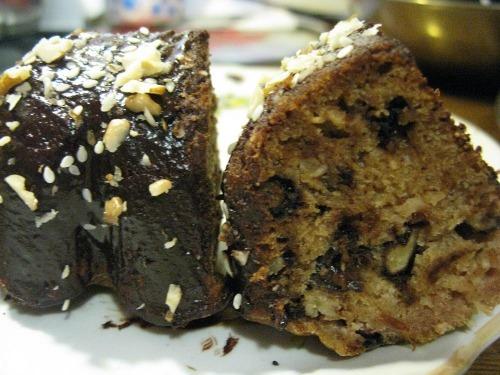 Кекс с орехами и черносливом