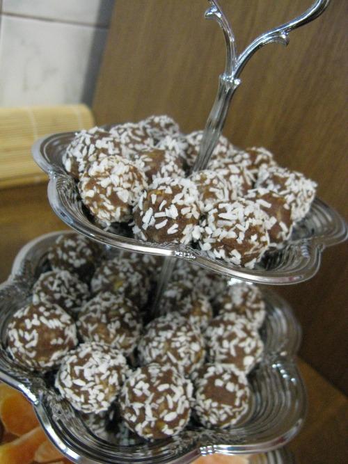 Шоколадные шарики с орехами