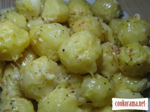 Картофель запеченный под соусом