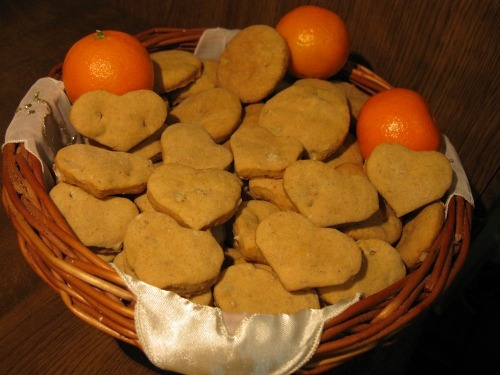 Oatmeal-nut cookies with citrus flavor