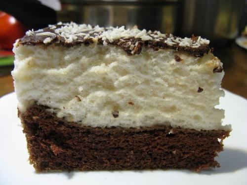 """Торт """"Пташине молоко"""" з фруктами і шоколадом"""