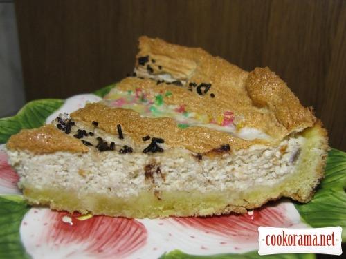 Shortbread pie with curd, banana and meringue