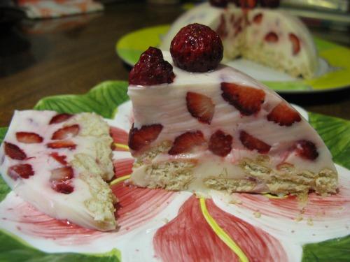 Холодний торт з полуницею