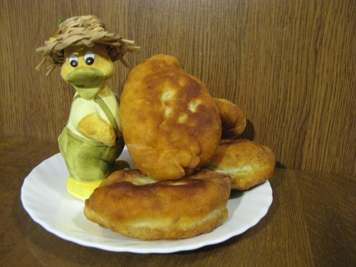 Простые пирожки на кефире с гороховой начинкой