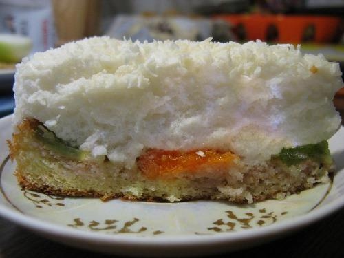 "Cake ""Bird's milk"" with fruits"