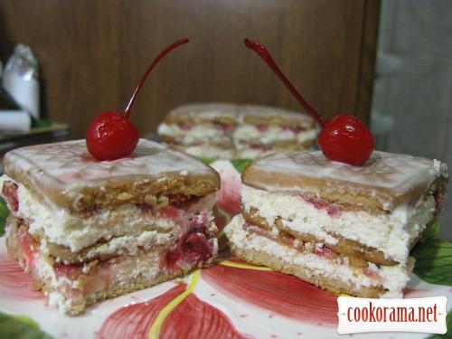 Торт без випічки з сиром і полуницею