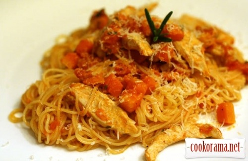 Pasta with pumpkin and chicken