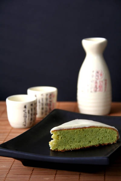 Cake with green tea