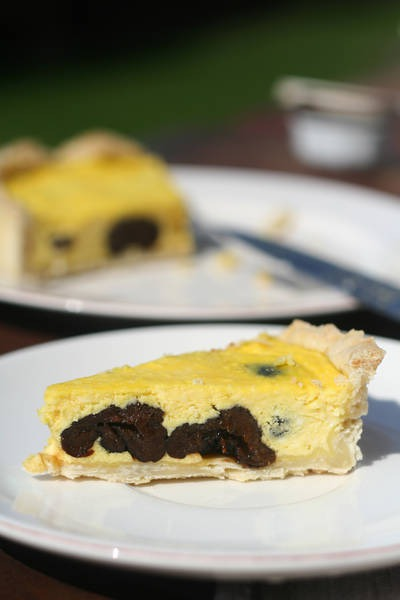 Сирний пиріг з чорносливом
