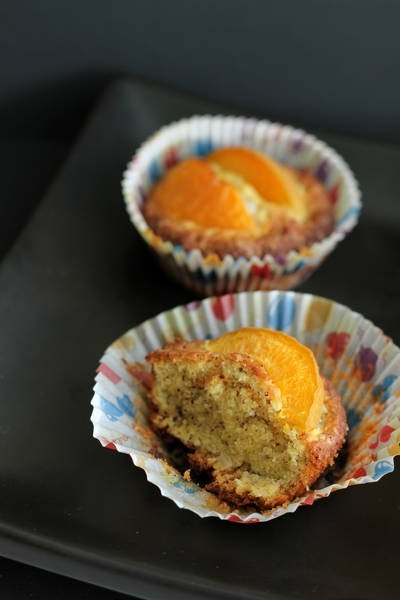 Nut muffins with apricots