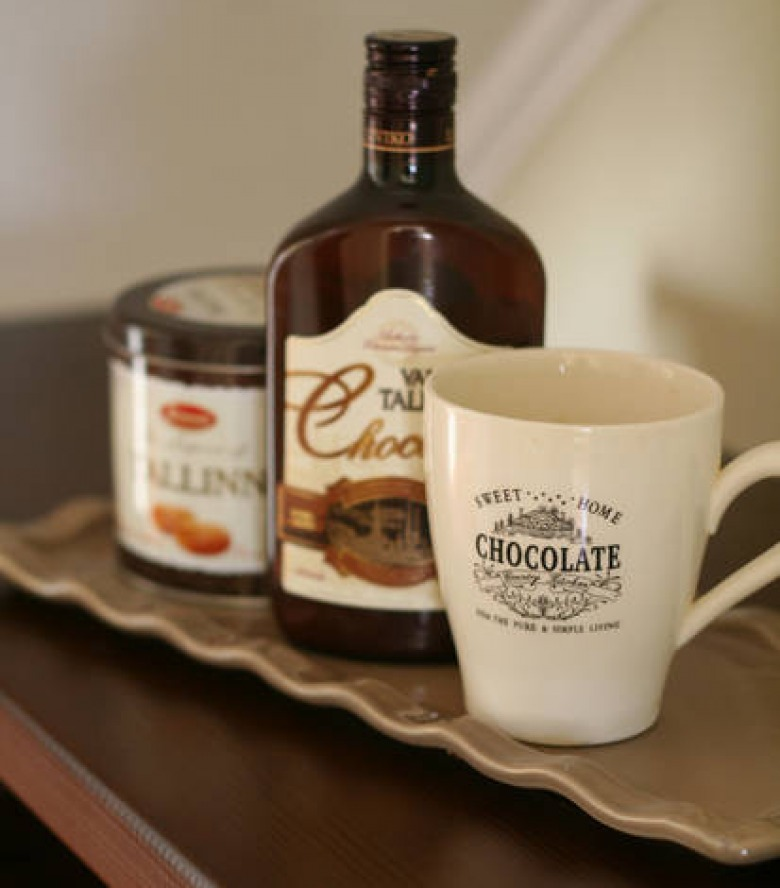 Caramel and chocolate miniature