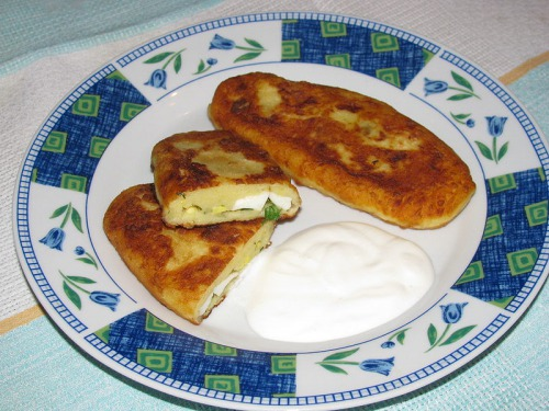 Картопляники з начинкою із зелені та яєць