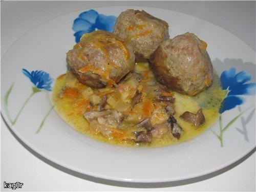 Гречані тюфтелі з грибною підливою
