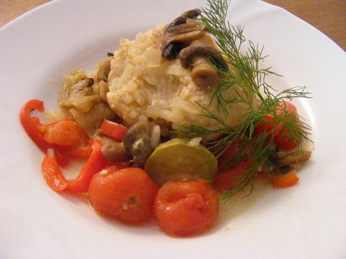 Тефтельки в овощах с грибами и сыром