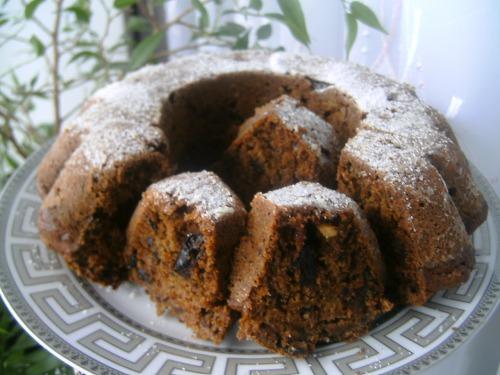Кекс с черносливом и орехами