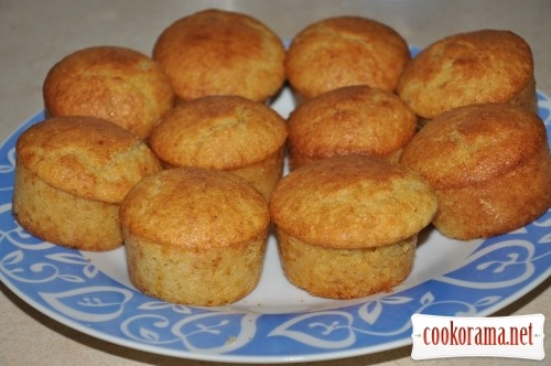 Corn muffins with banana