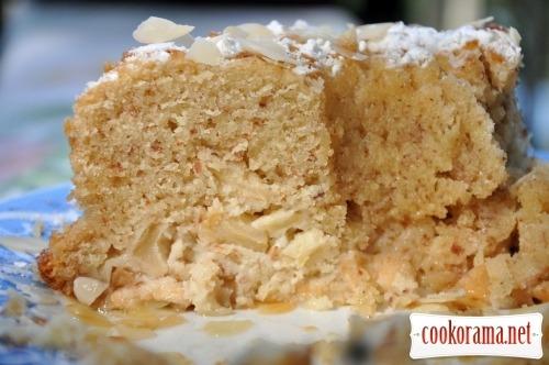 Яблучний кекс з мигдалем