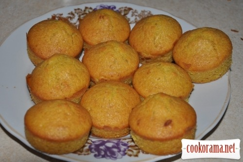 Pumpkin muffins with cinnamon