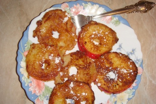 Apple fritters with cinnamon