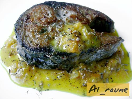 """Ароматный """"оливковый"""" тунец с морковным соусом"""