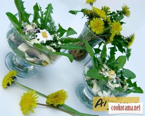 Весенний салат с листьями одуванчика