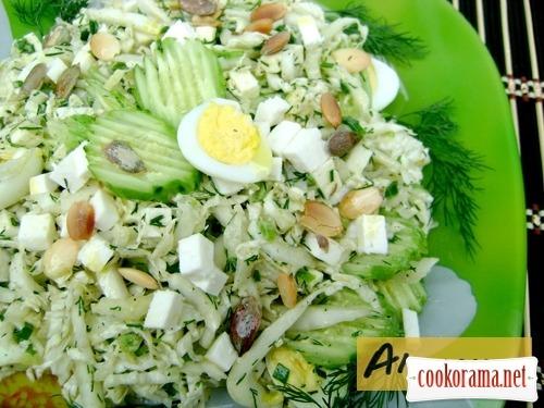 Салат «Авангард» з пекінською капустою, бринзою і оливковою заправкою